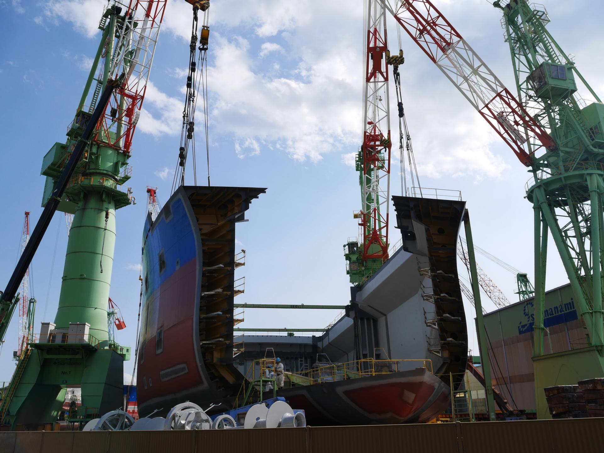 沿途處處可見造船廠和新造船隻雄偉壯觀的景色
