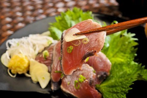 「鰹魚半敲燒(鰹tataki)」