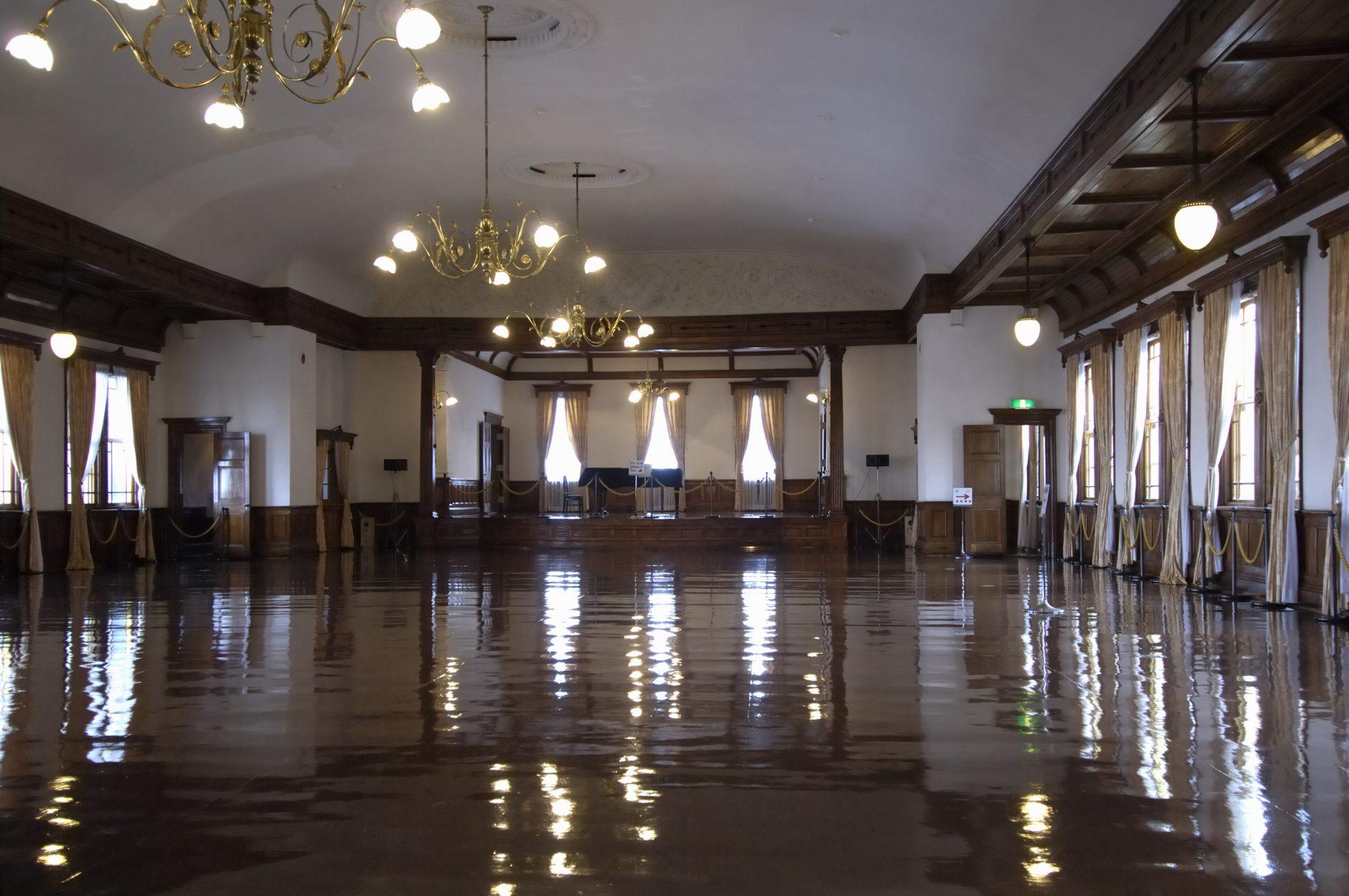 舊函館區公會堂 華麗的大廳
