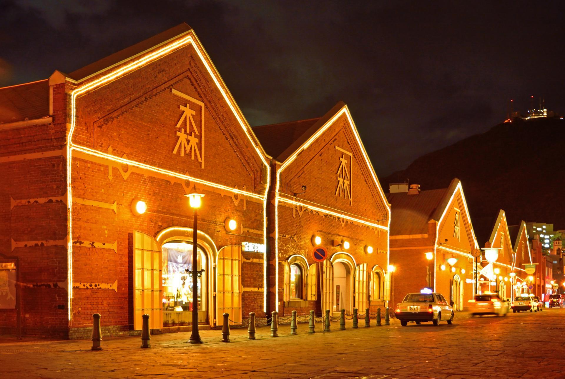 夜色下的金森紅磚倉庫