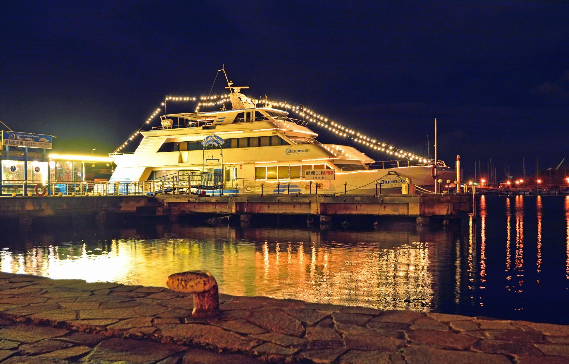 函館灣觀光遊覽船ー藍月號(Blue Moon)