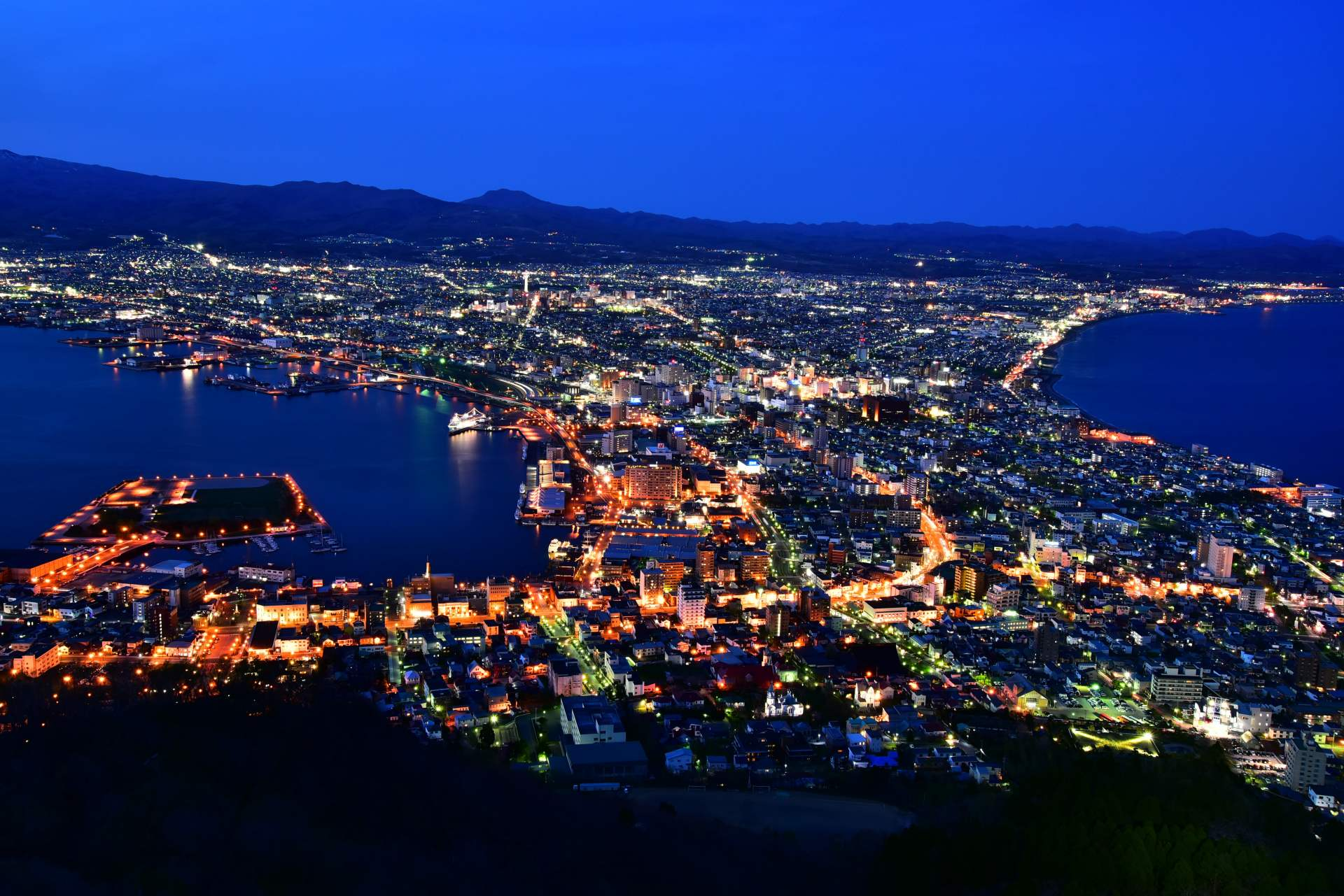 Night views of Hakodate in spring and fall