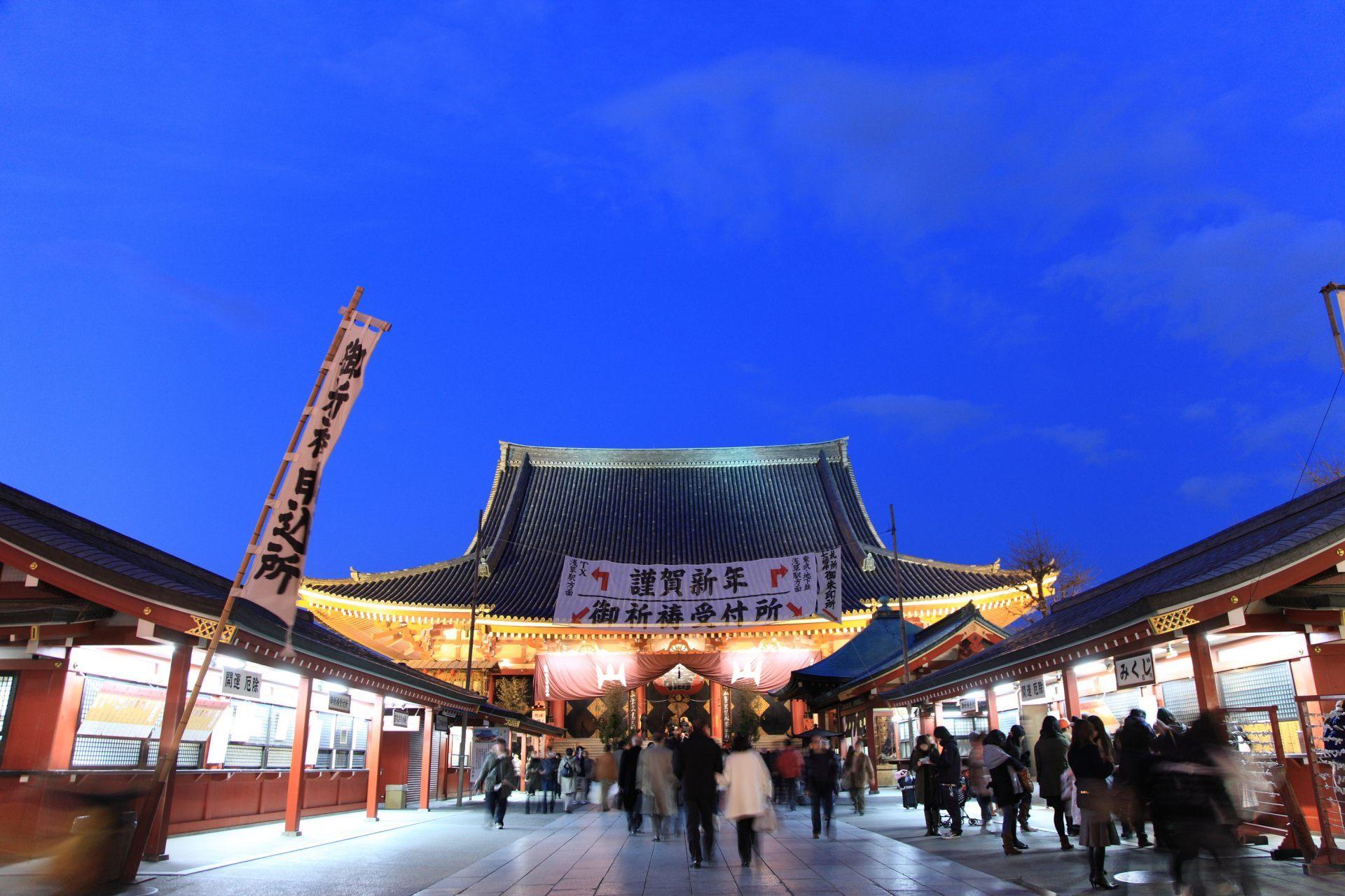 大晦日當晚去淺草寺參拜的初詣客