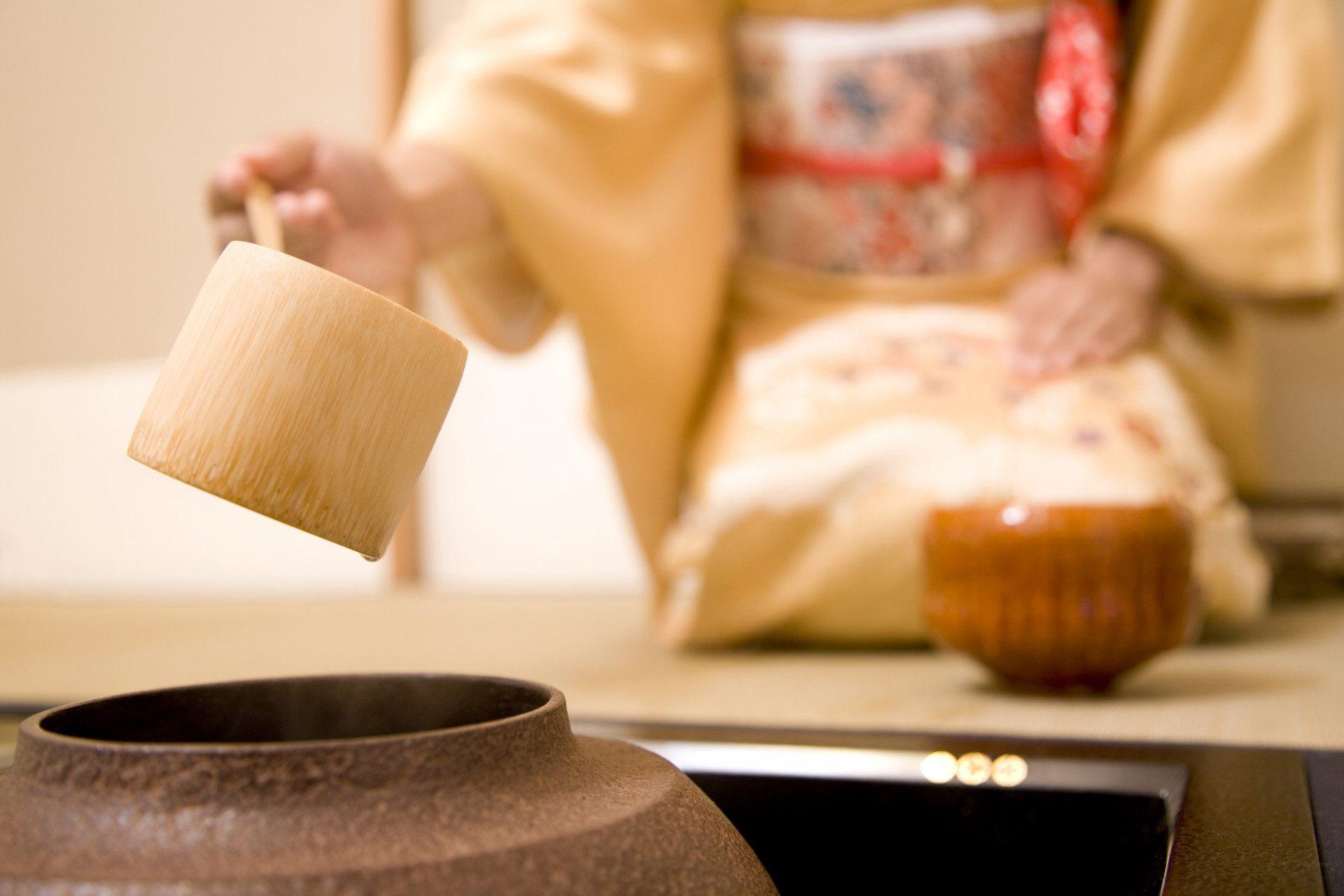 从火炉中取热水的工具:柄杓