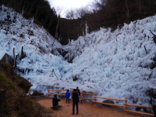 大型的冰柱墙