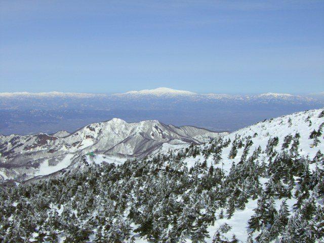 树冰的景色蔓延了整个山脉