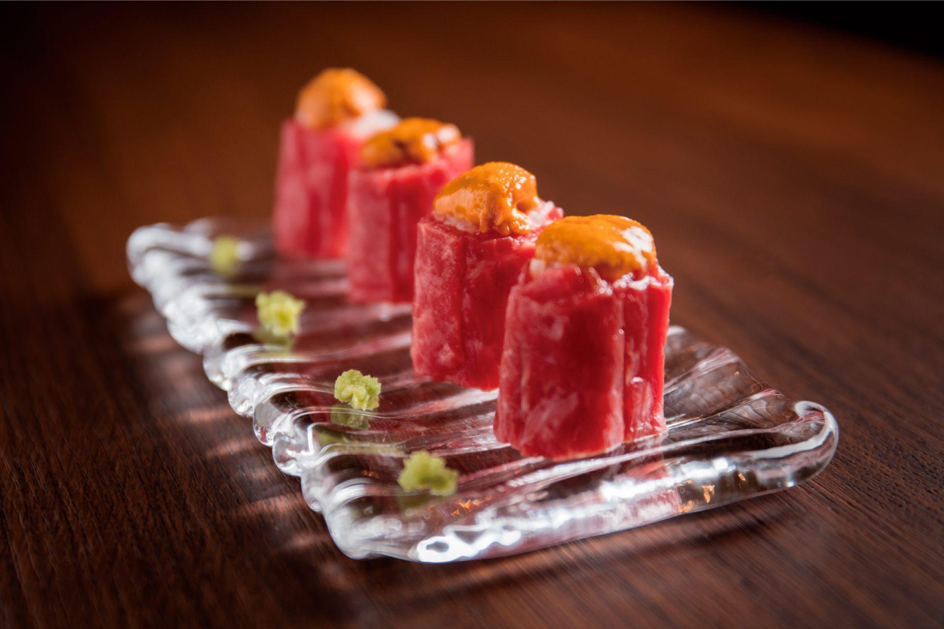 云丹和特选赤身肉的寿司卷(4贯/1500日圆)