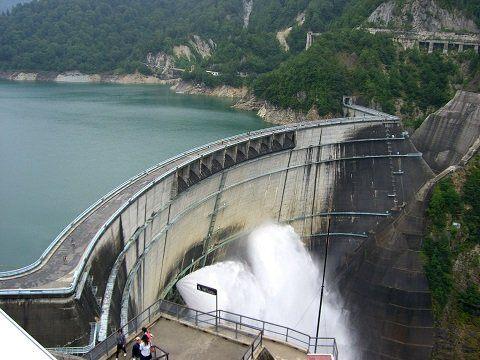 水壩放水景觀