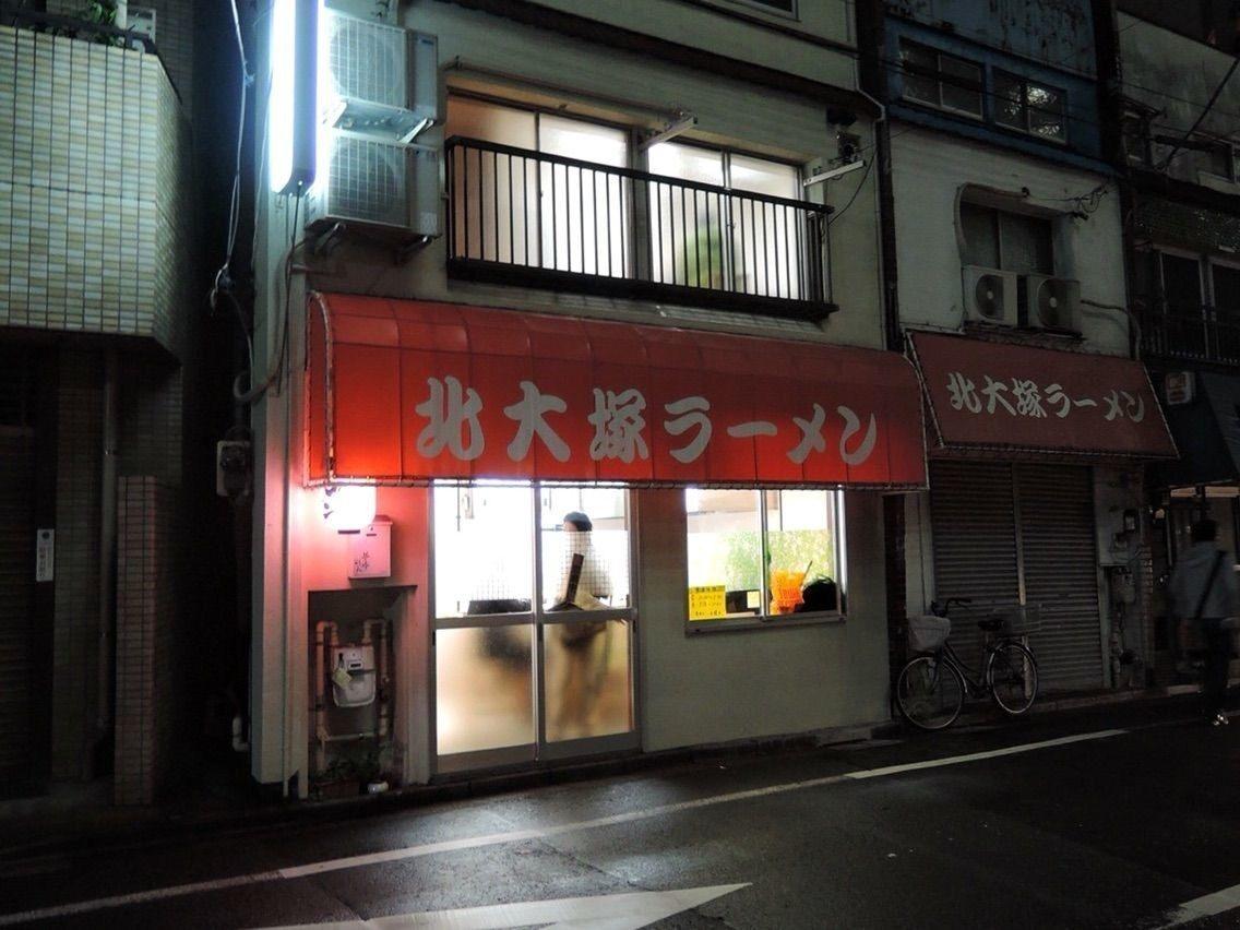 传统日式风情的拉面店外观