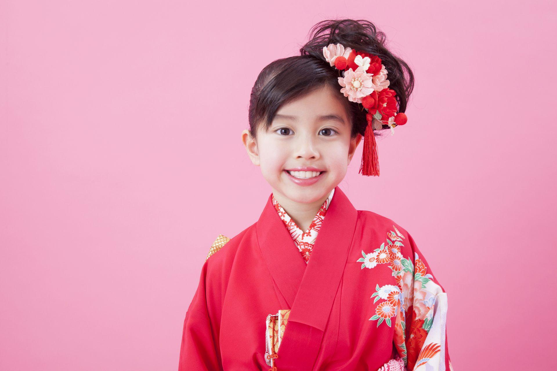 穿和服的日本女孩