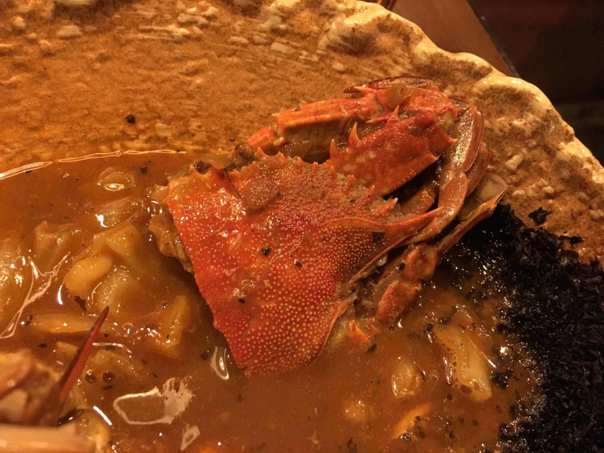 放了整隻螃蟹的咖哩