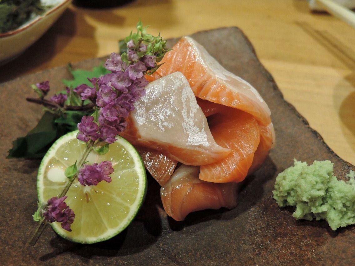 被稱作夢幻鮭魚的鮭兒生魚片