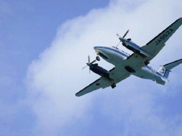 正在訓練中的飛機飛過頭頂