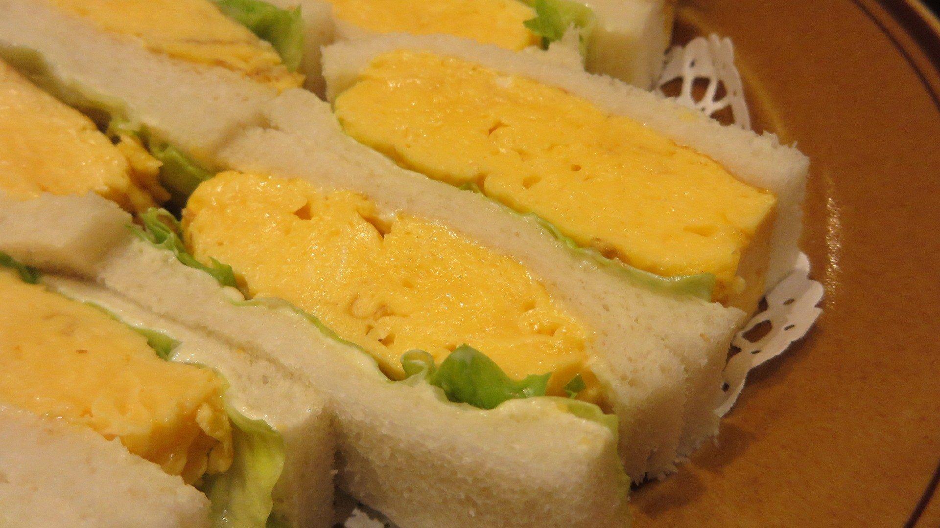 """使用""""厚烧玉子""""做成的鸡蛋三明治"""