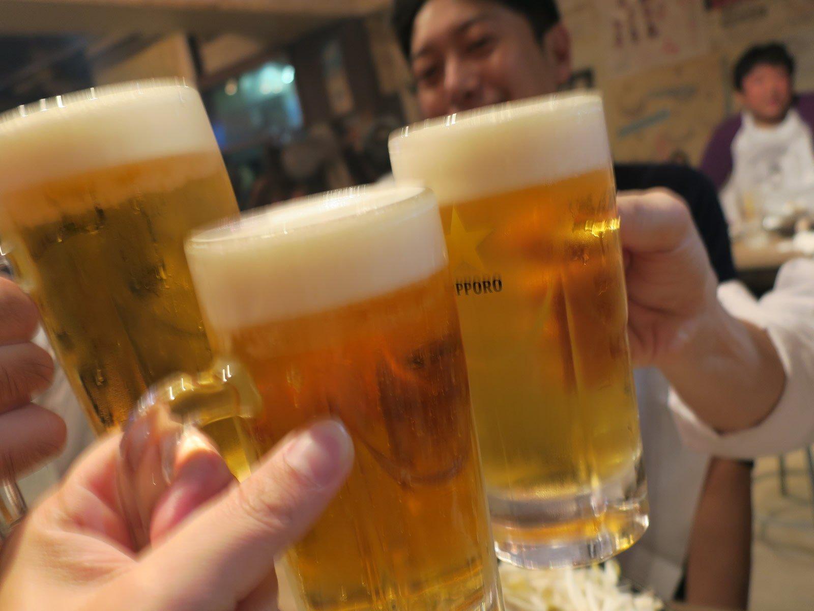 和好友乾杯助興!