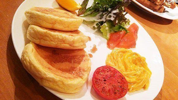 正餐鬆餅拼盤(1250日圓)