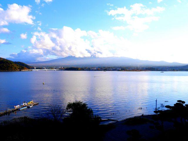 從陽台望向河口湖與富士山