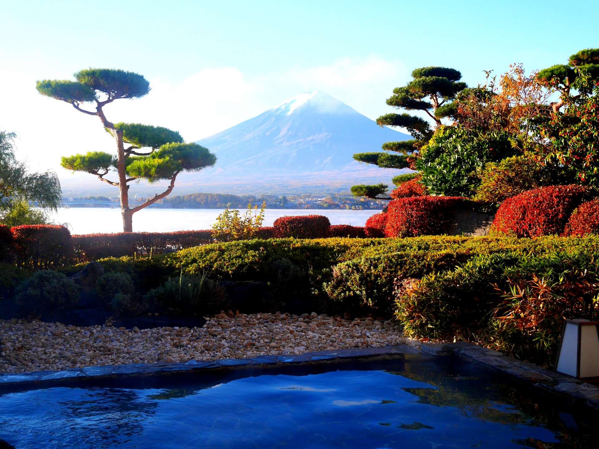 邊泡溫泉邊欣賞富士絕景