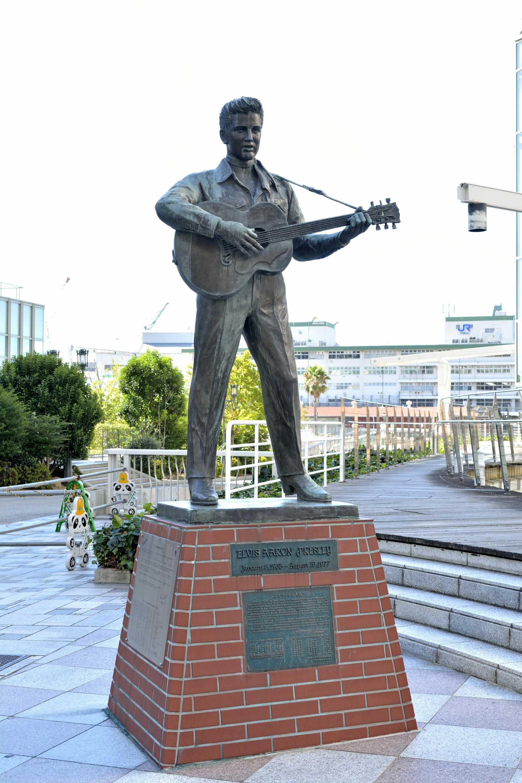 A statue of Elvis Presley