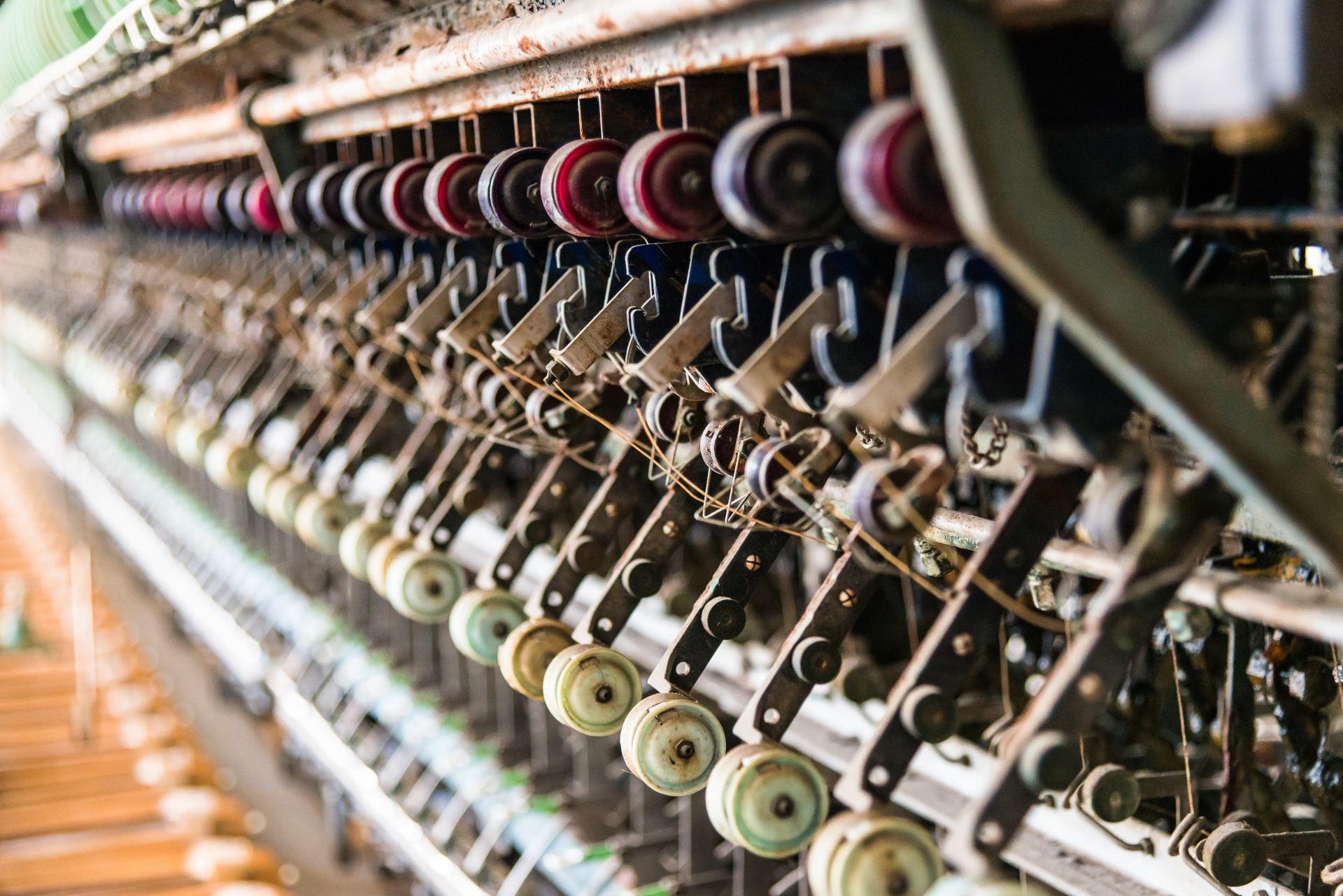 富岡製絲廠、世界遺產、機器、日本最早、現代化、明治政府、絲綢、工廠、磚