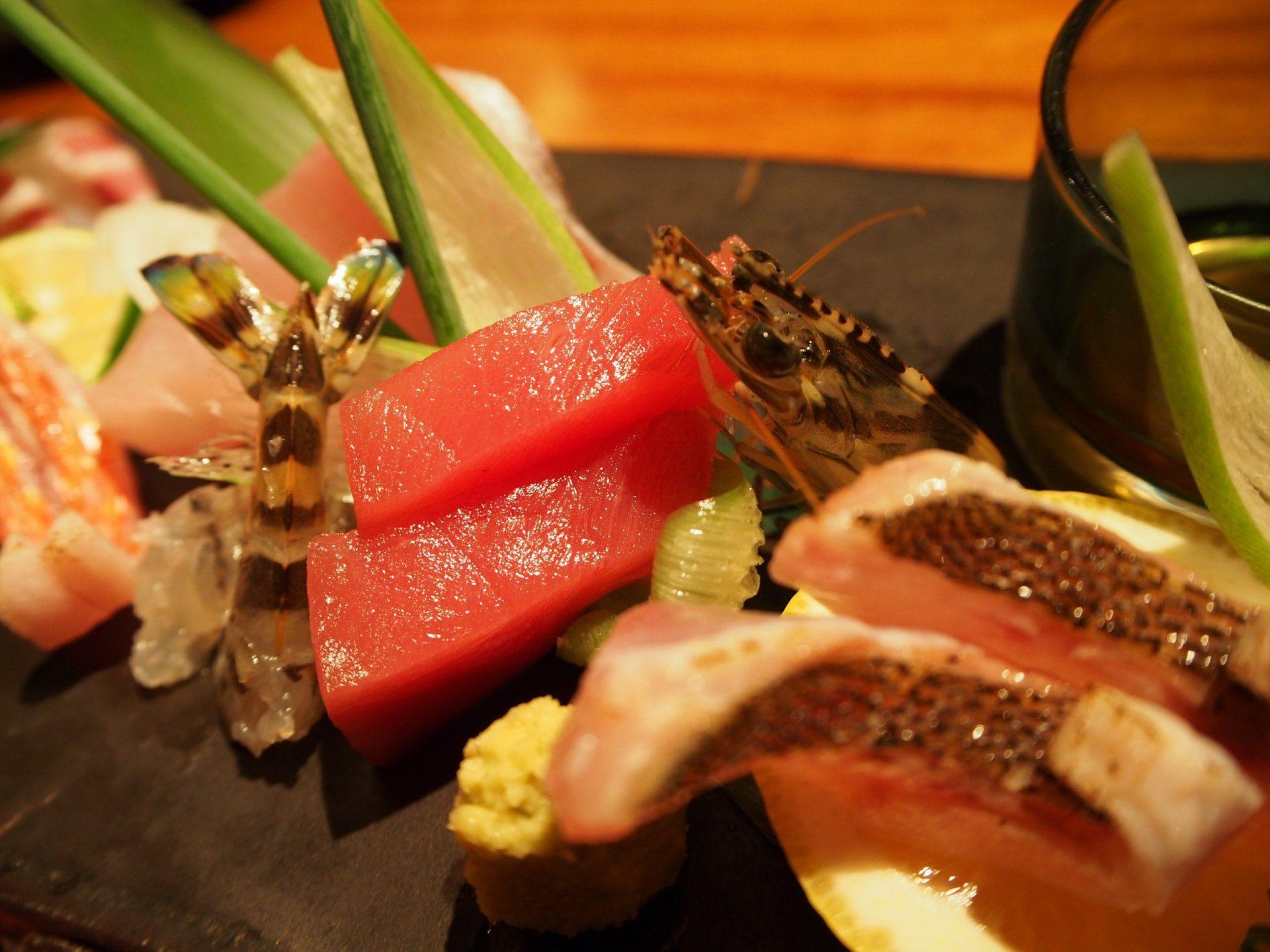 新鮮的肉類與魚介類8樣拼盤