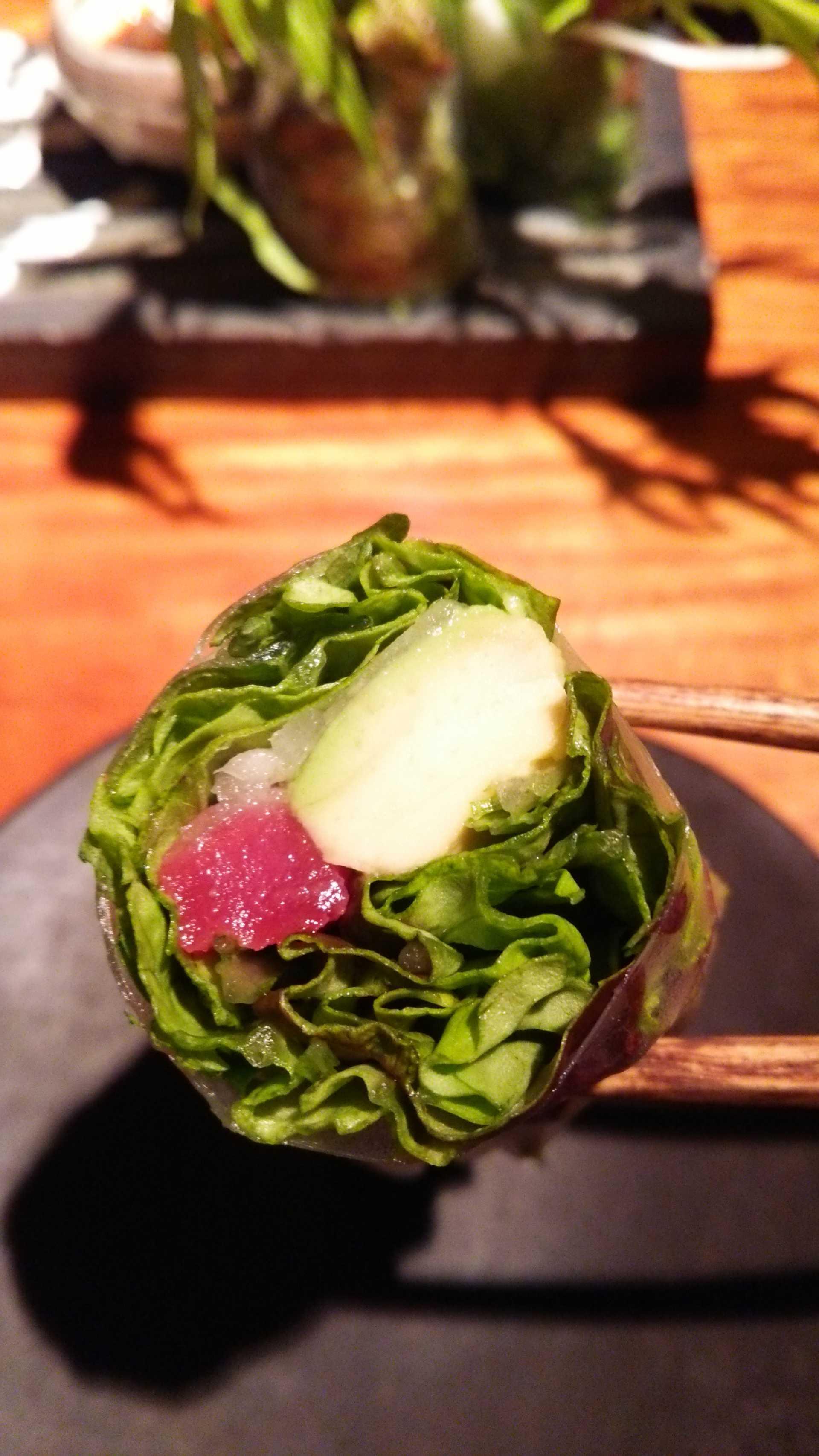 鮪魚和牛油果的生春捲 800日圓