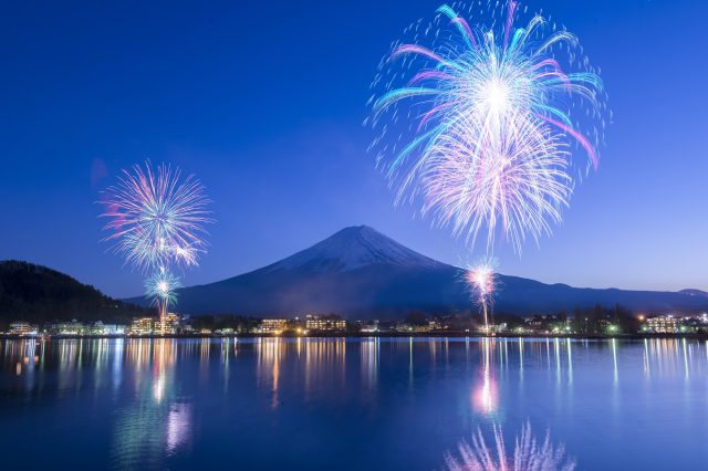 烟火·雪景·月光的共演! 2019河口湖冬季烟火