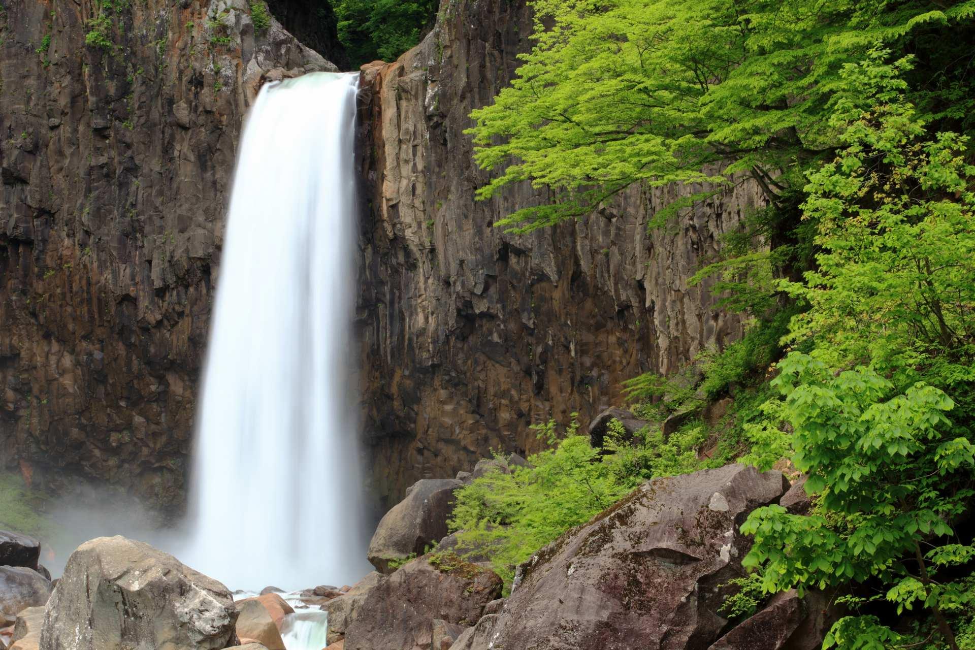 妙高高原、苗名瀑布、杉野沢、日本瀑布百選、溪谷、負離子