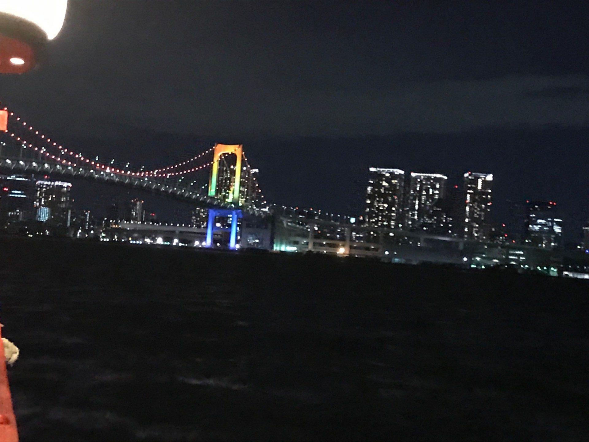 東京的知名景點「彩虹大橋」