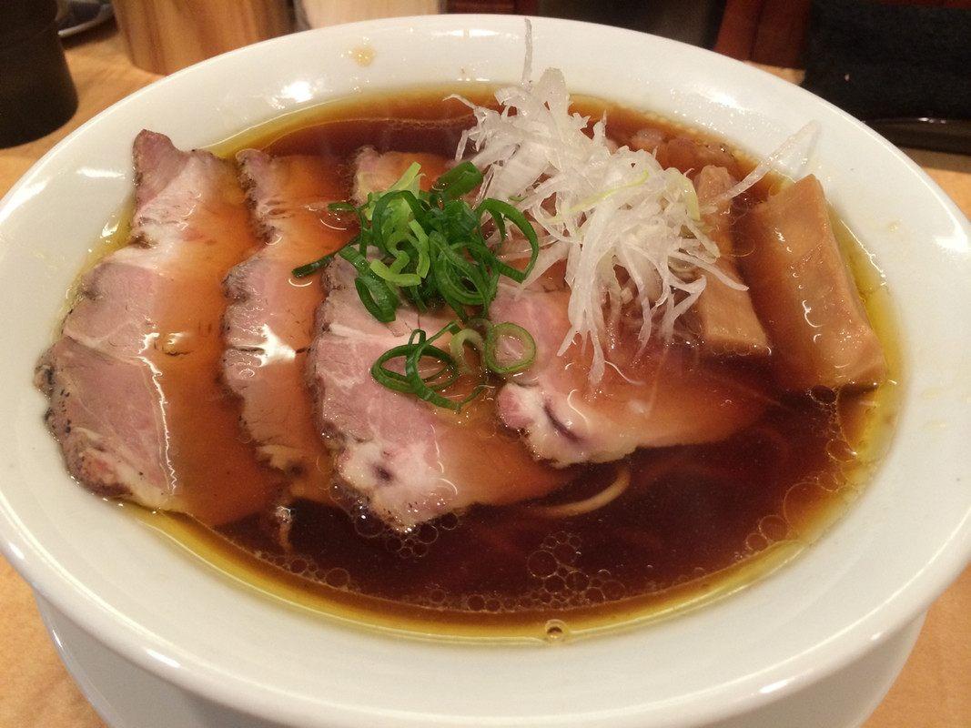放入「焼豚 (烤猪肉)」的酱油拉面,焼豚一份200日圆。
