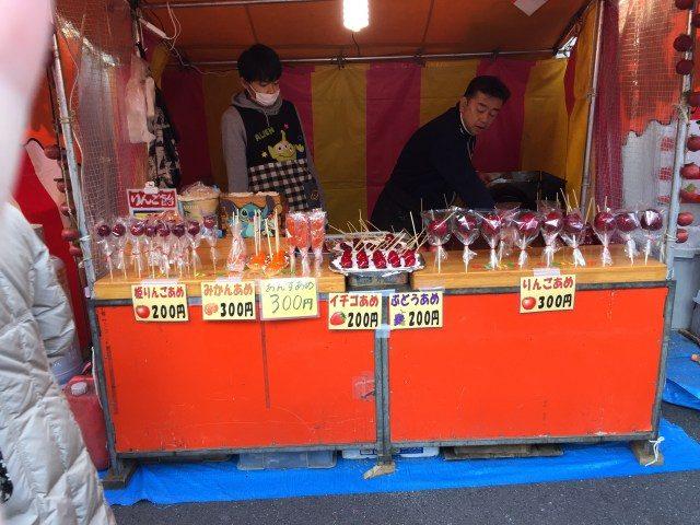 路邊攤小吃:蘋果·蜜橘·草莓·葡萄口味的果糖串