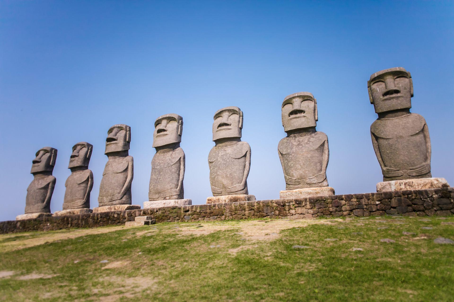 Moai Statues, Sun Messe Nichinan
