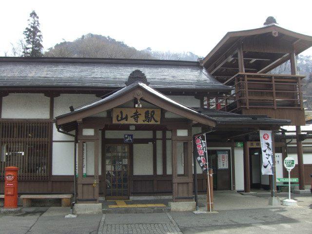 山寺車站,充滿古代風情的外觀設計