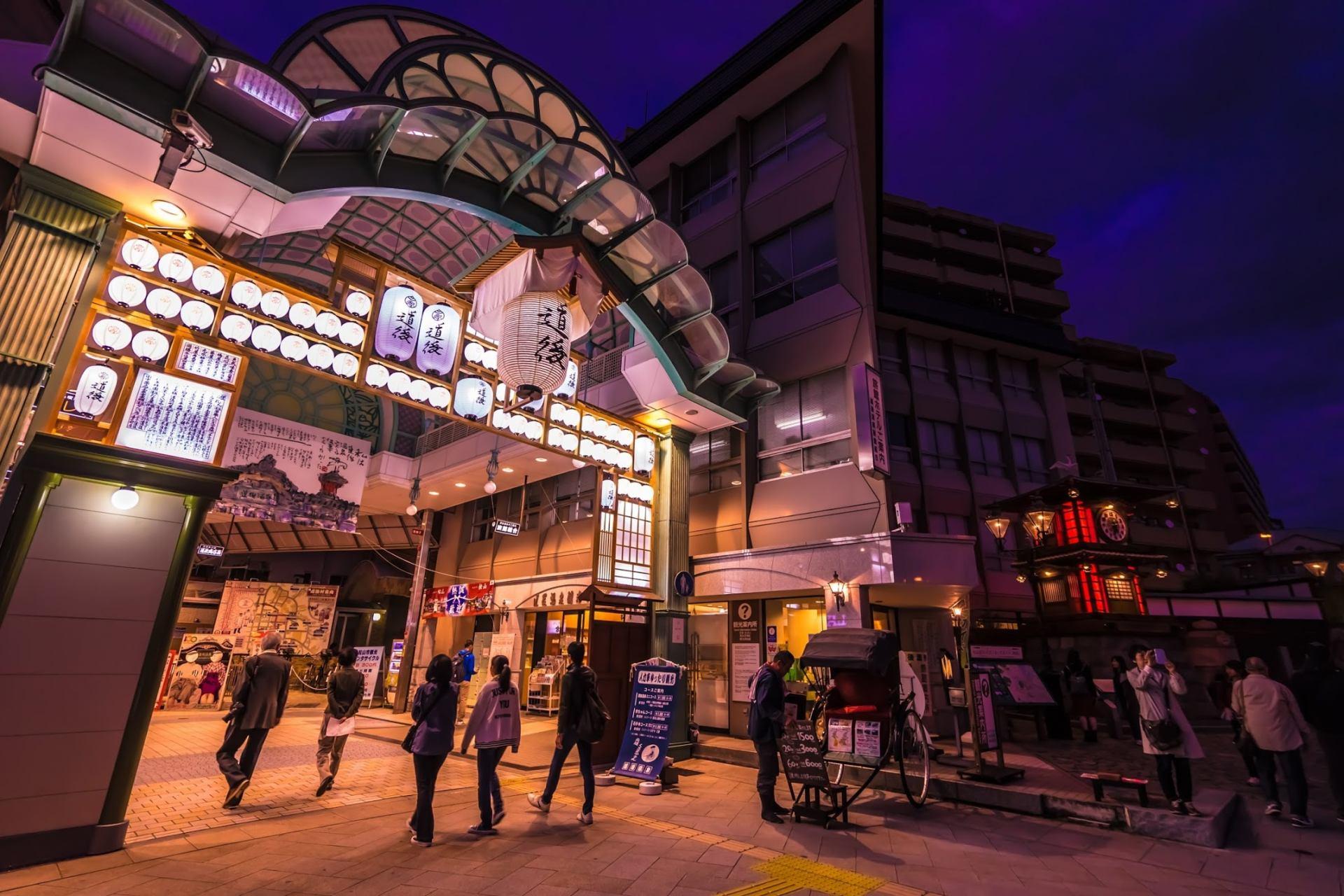 傍晚的「道後商店街HAIKARA通」