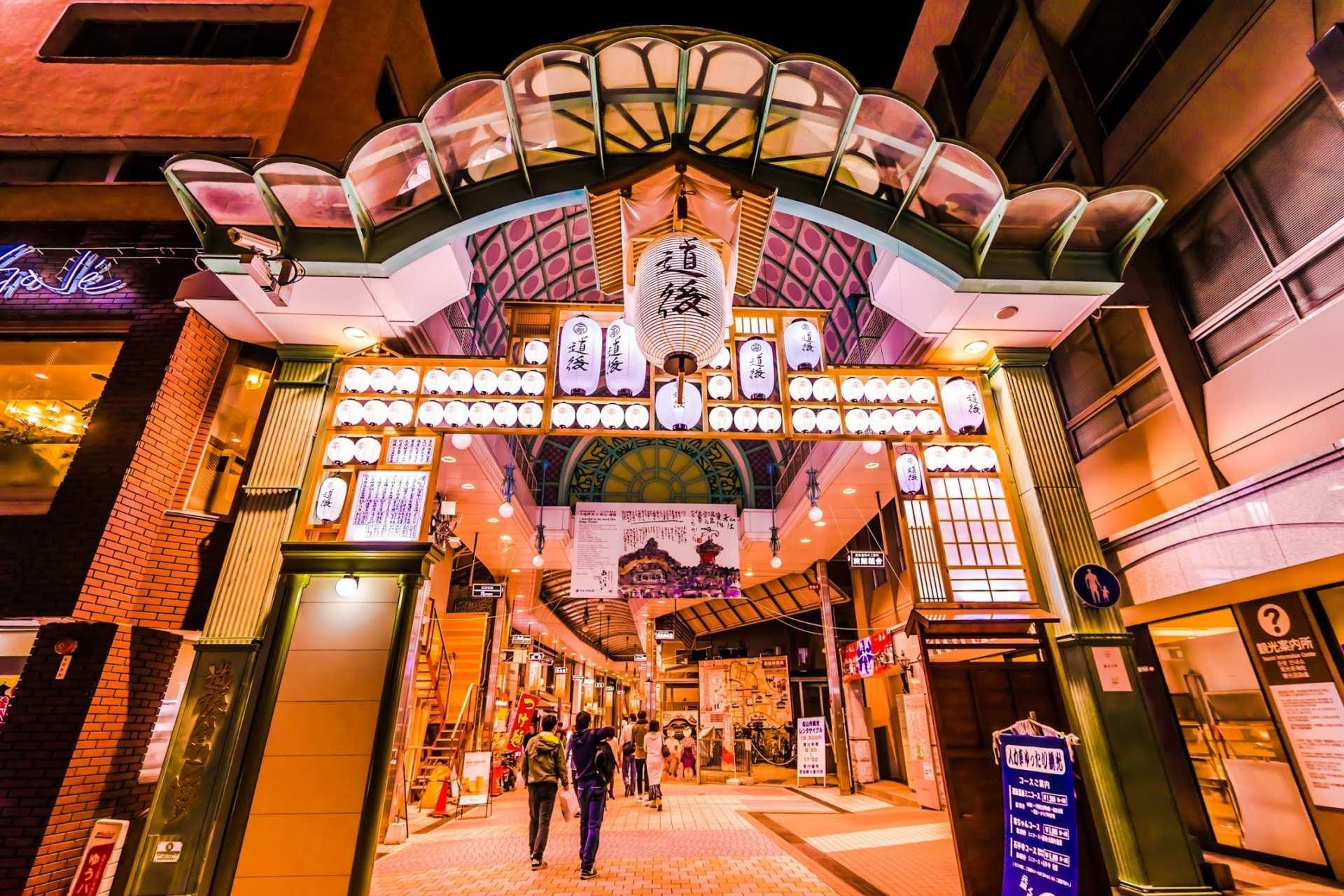 商店街HAIKARA通的夜景