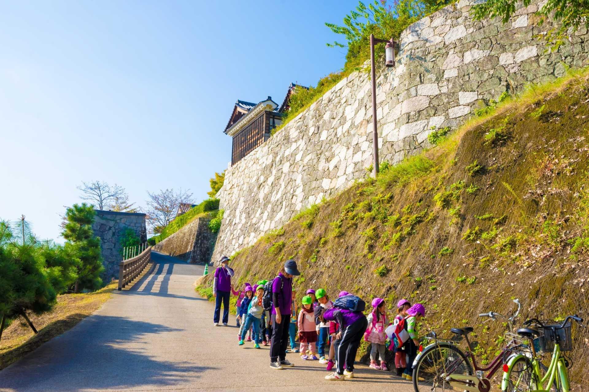 小朋友也打算造访「松山城二之丸史迹庭园」
