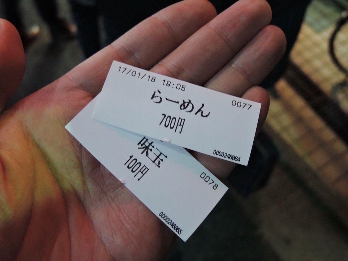 拉面(700日圆)加上味玉(100日圆)
