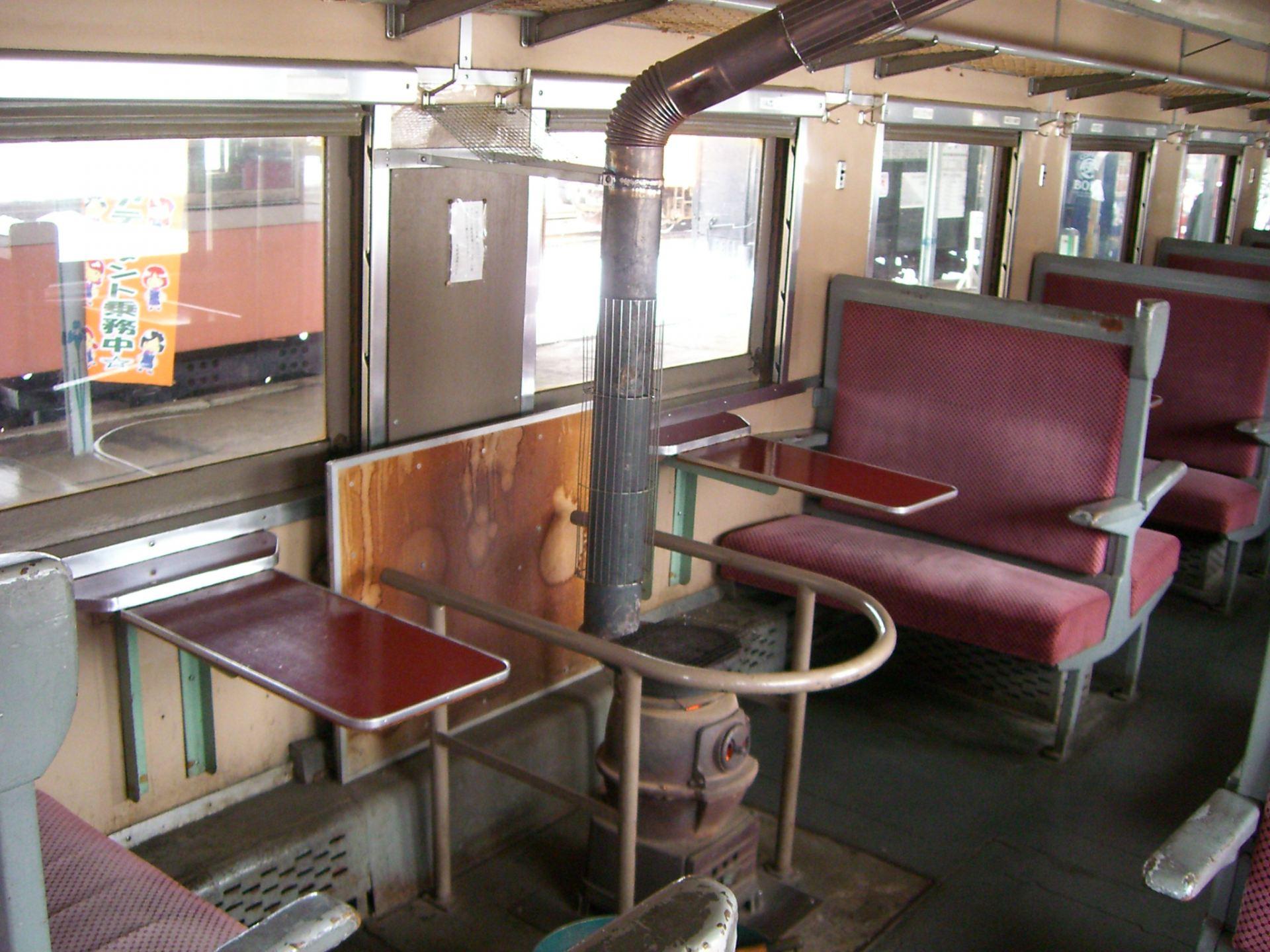 暖爐列車 暖爐旁的座位