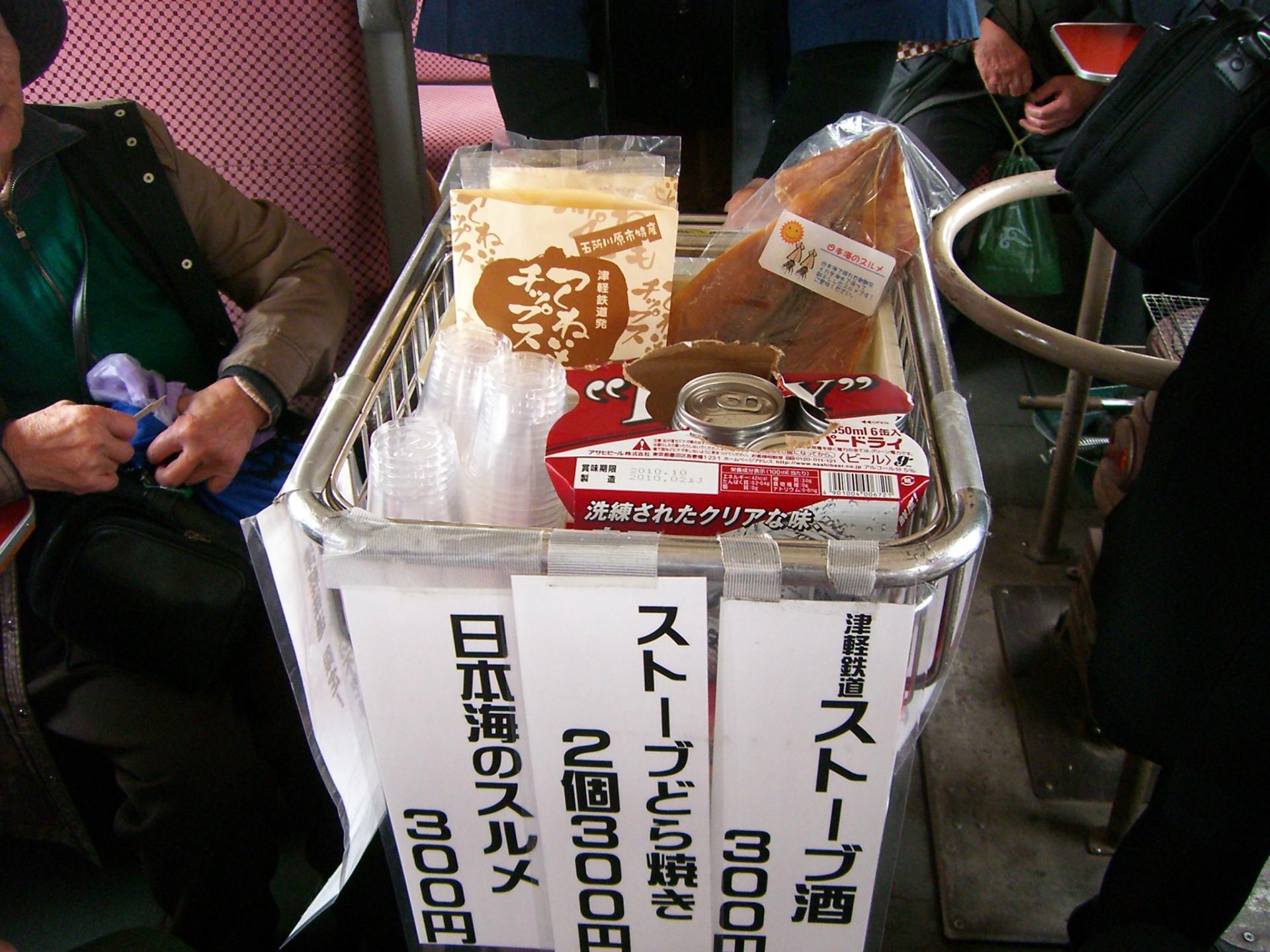 餐車服務販售日本酒及「北魷魚」等食物