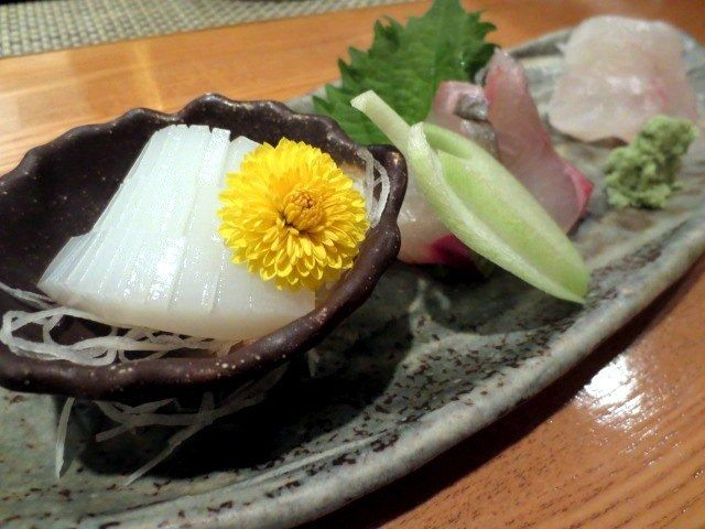 生鱼拼盘(1200日圆)