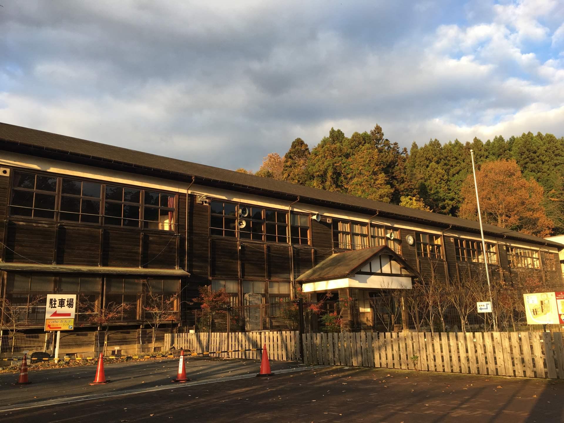 秋季造訪宇陀市校舍,欣賞紅葉體驗學校午餐