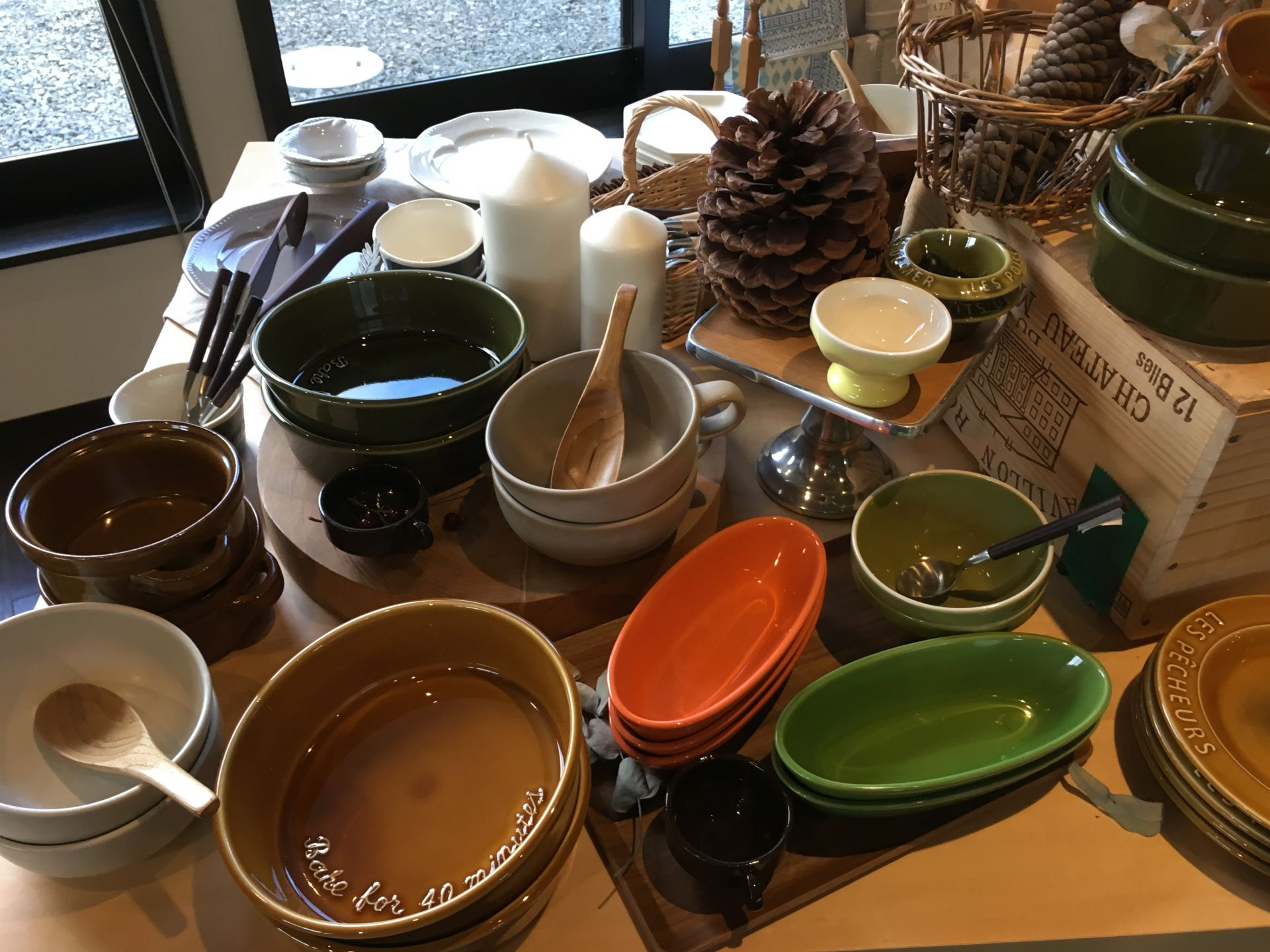 Stylish dishes and trinkets are sold as well.