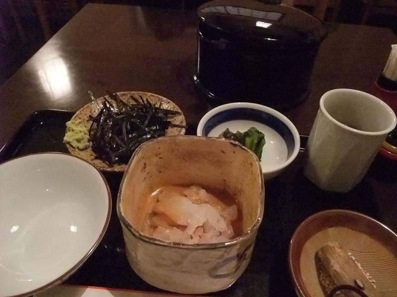 鲷鱼茶泡饭(2100日圆、附甜点)