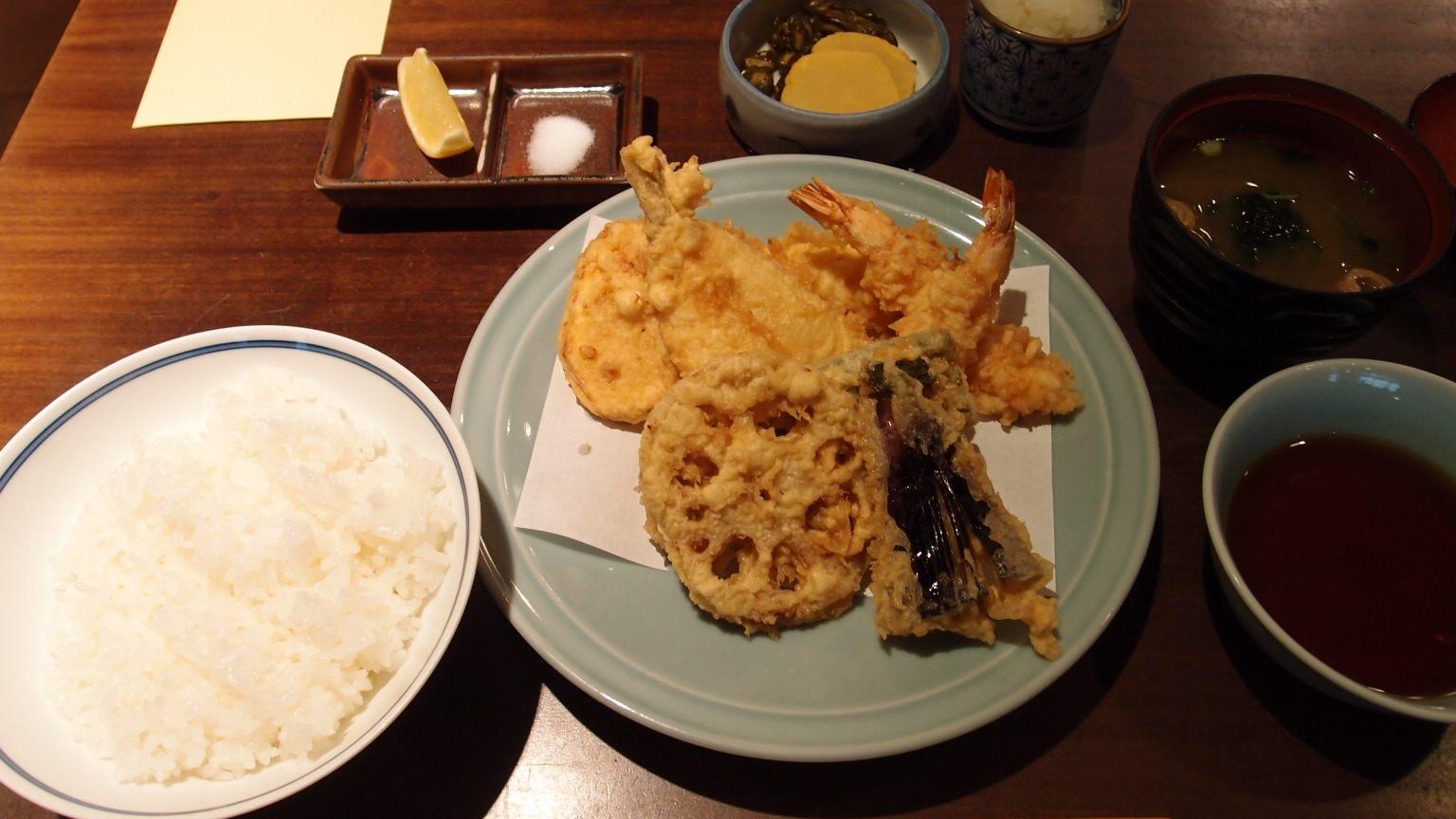 天妇罗定食(1400日圆)
