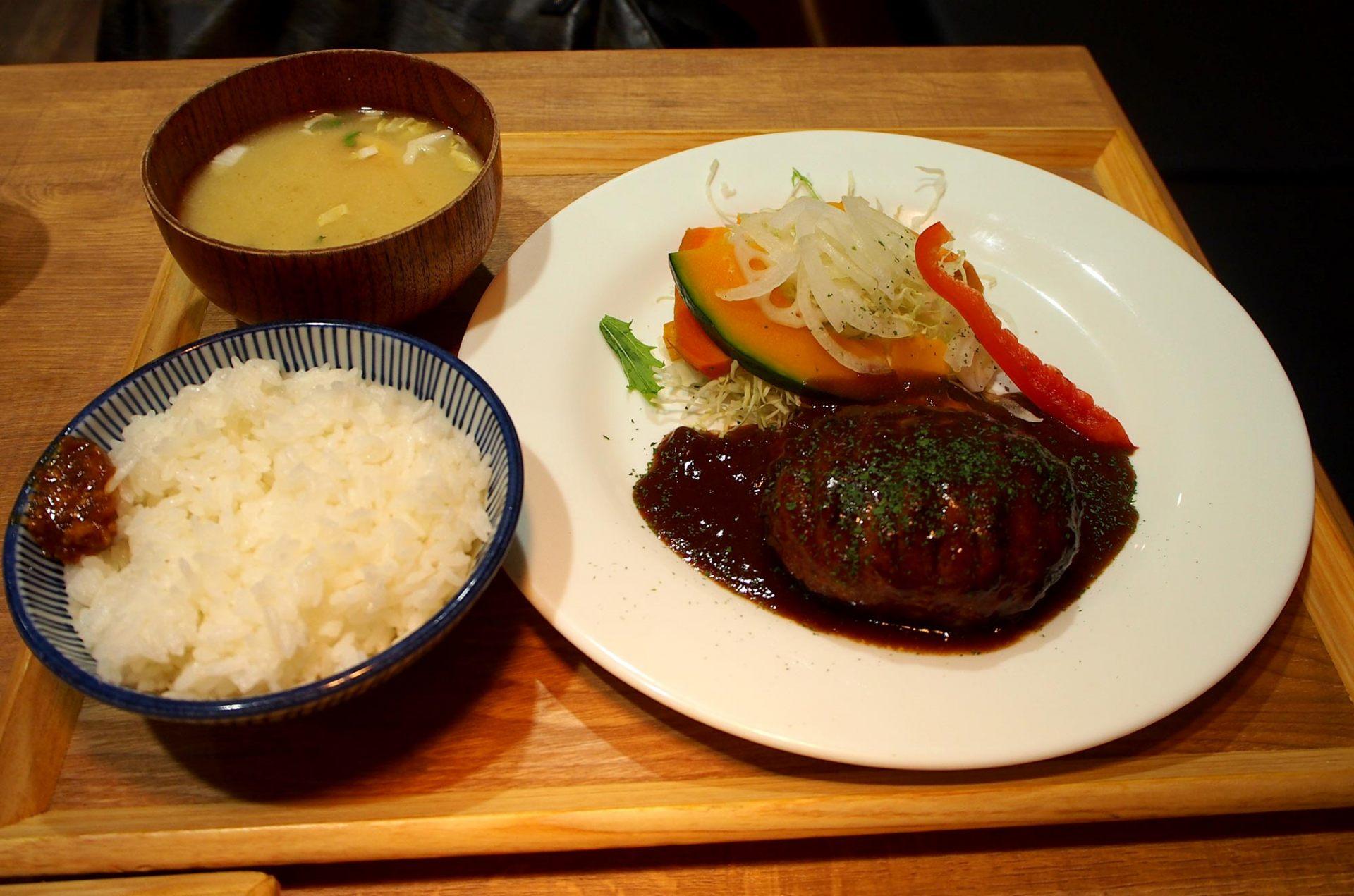 汉堡排套餐(980日圆)
