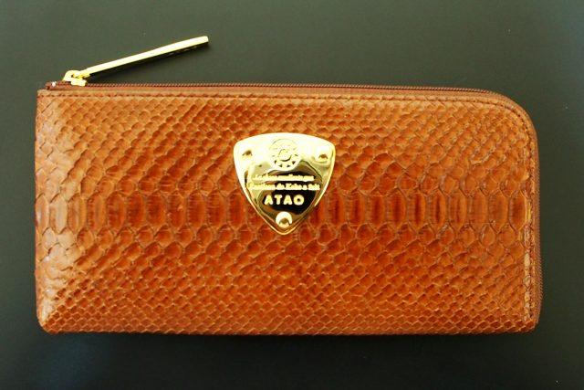 日本皮包職人手工製作的長皮夾品牌:【ATAO】