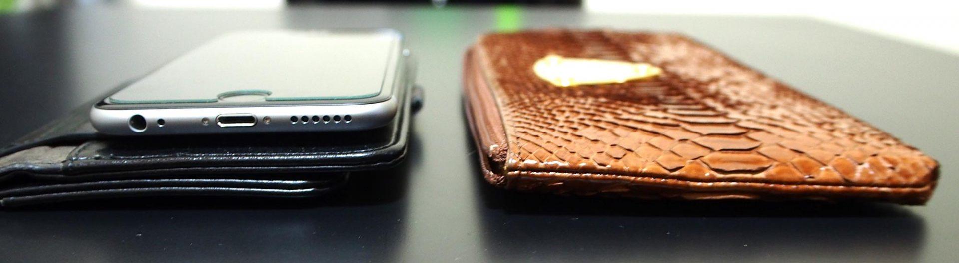 跟智慧型手機放在一起對比