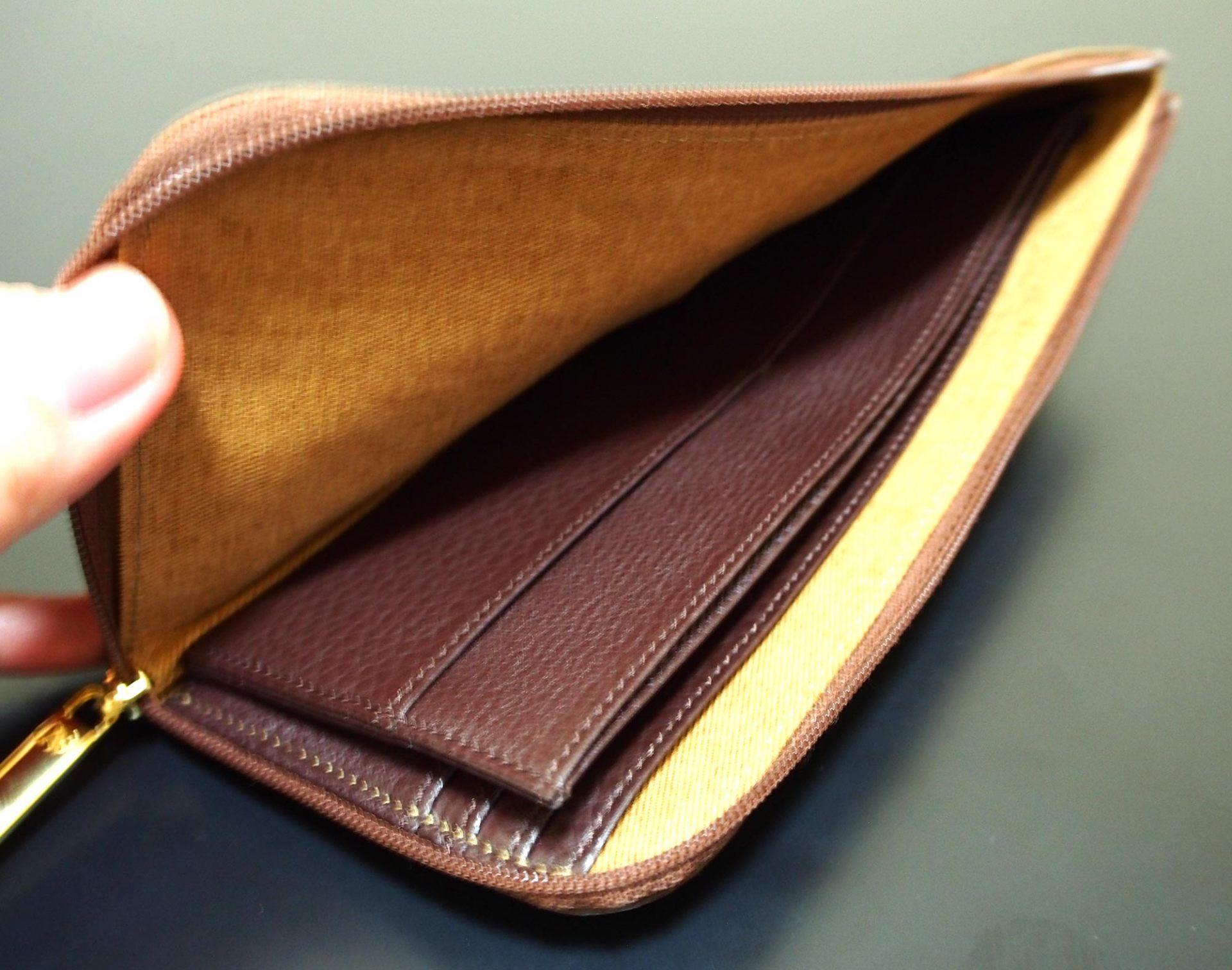 皮夾內部構造看上去很簡單