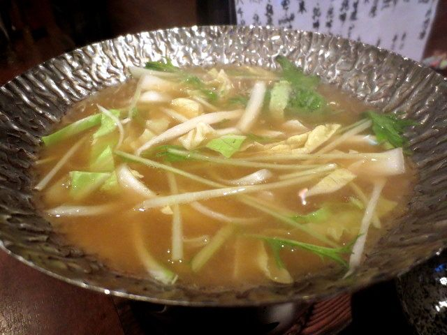 用柴魚和昆布熬煮的高湯