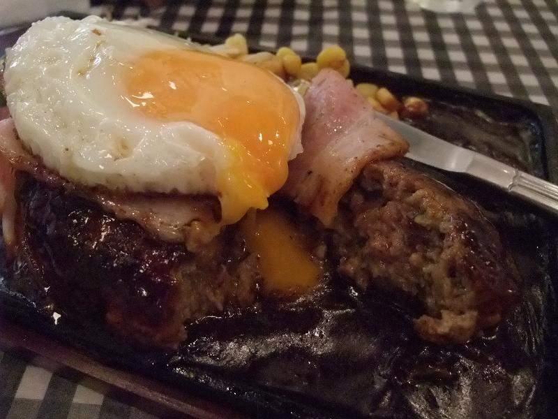 漢堡+半熟荷包蛋+培根